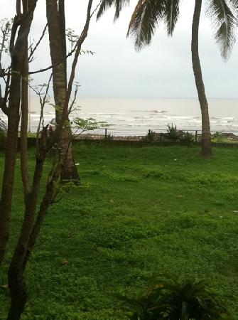 Sanman Beach Resort: above average beach . view directly frm the room