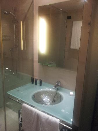 AC Hotel Irla: bathroom