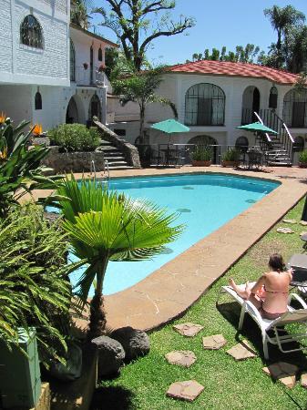 Hotel Ilebal: Central pool area