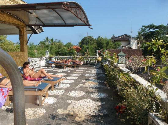 Semawang Beach Hotel: Rooftop pool area