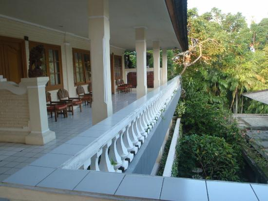 Semawang Beach Hotel: Middle Floor Balcony