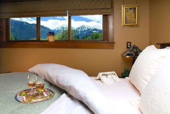 Bronze Antler Bed & Breakfast: Sawtooth Mountain Room with Wallowa Mountains view
