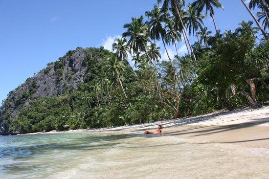 Malapacao Private Island: white sand beach