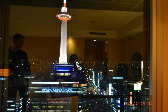 Hotel Granvia Kyoto : View of Kyoto tower from our room