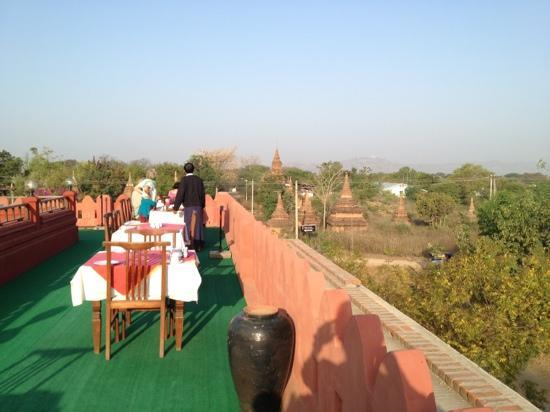 Thurizza Hotel Bagan: breakfast with a view