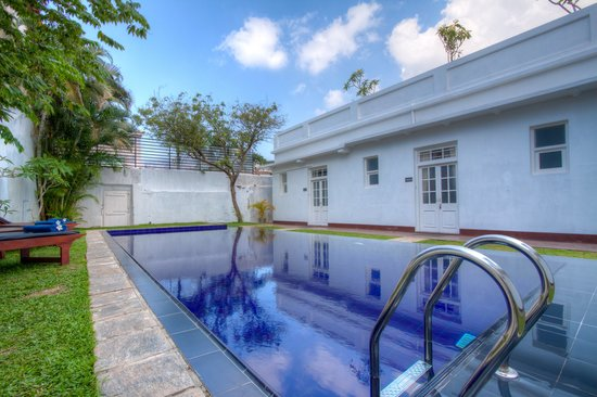 Deco On 44: Swimming Pool