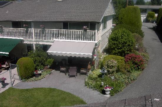 Aaron's Pool and Spa Bed and Breakfast: Private Yard