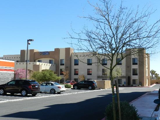 BEST WESTERN Joshua Tree Hotel & Suites : The hotel
