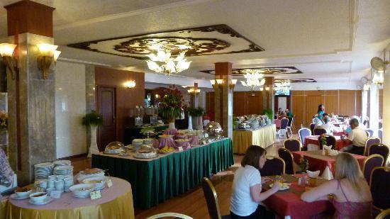 Huong Sen Hotel: Breakfast area