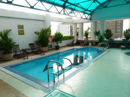 Huong Sen Hotel: Rooftop pool
