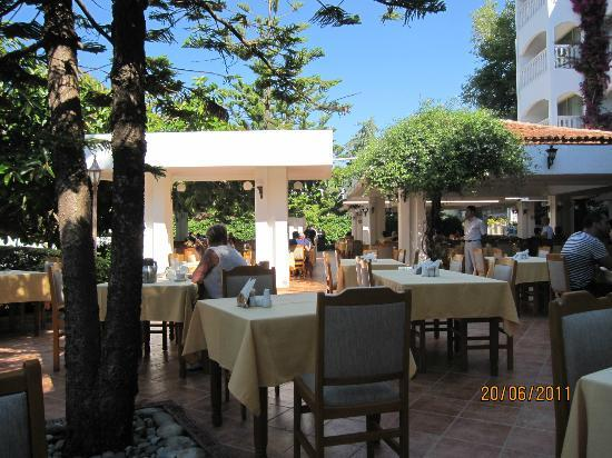 Hotel Defne Ana: frühstücksplatz