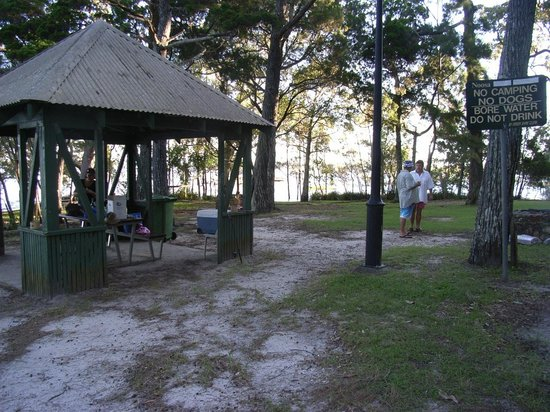 Boreen Point, Australien: BBQ area 4 minutes walk away