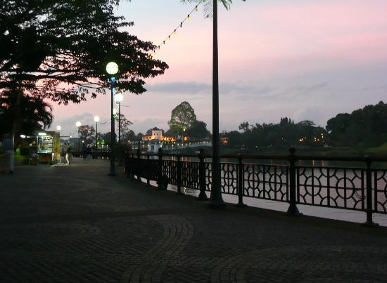 Kuching Waterfront Lodge: Waterfront
