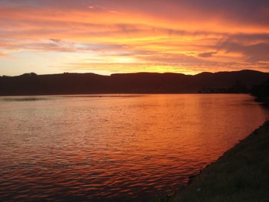 Knysna Terrace: Sunset on the lagoon!