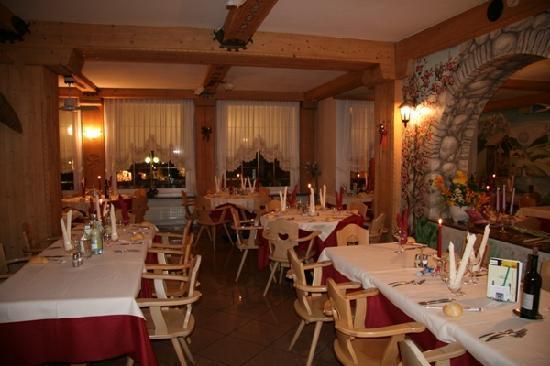 Sala ristorante dell'hotel Iris Andalo
