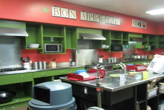 Hostelling International - Los Angeles/Santa Monica: kitchen