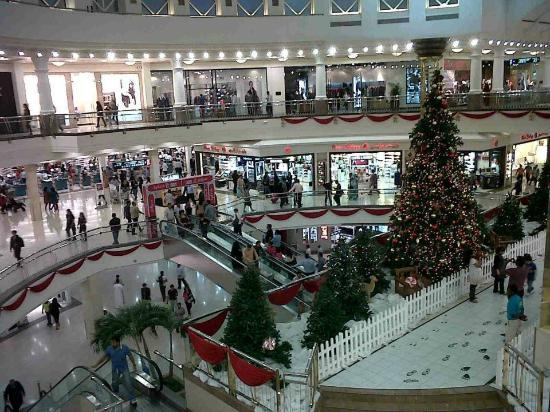 Deira City Center Shopping Mall : Christmas eve
