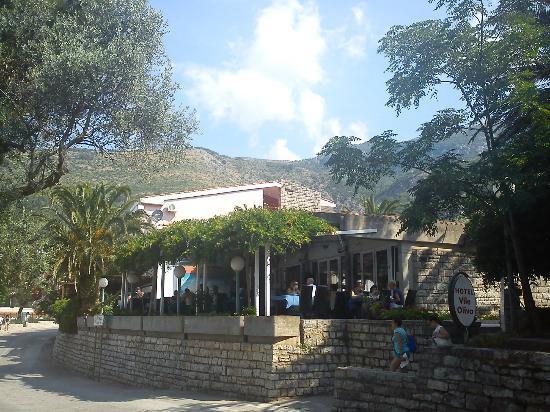 Hotel Vile Oliva: Ресторан на веранде.