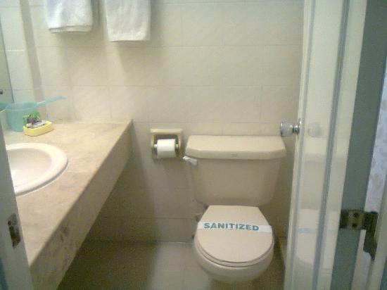 Bagobo House Hotel: Bathroom