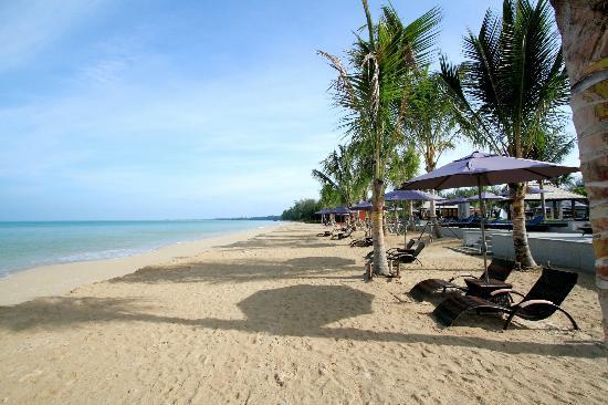 Beyond Resort Khaolak: Super Beach