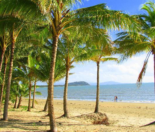 Titree Resort Holiday Apartments: Local 4 Mile Beach 300m from Resort