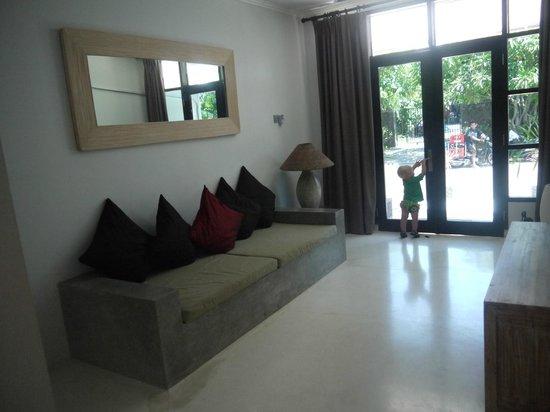 Kuta Regency Villa (B10): Lounge