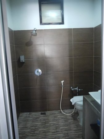 Kuta Regency Villa (B10): Bathroom
