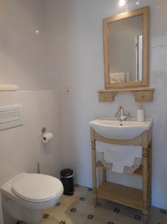 salle de bain studio du brocanteur photo de ferme de. Black Bedroom Furniture Sets. Home Design Ideas