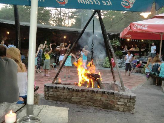 Santa Marina: Lagerfeuer mit Tanz