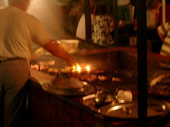 Tar-Vabriga, Κροατία: Grill am abend