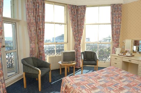 Queens Hotel: Light and comfortable bedrooms