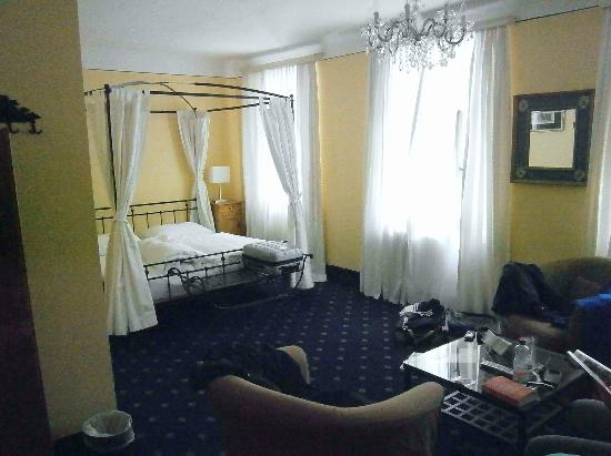 Hotel Amadeus: Lovely large room