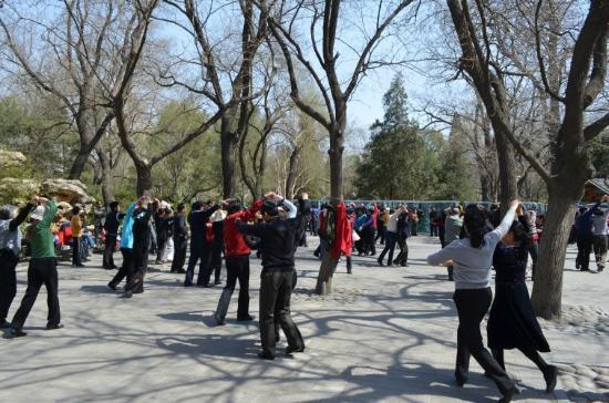 Haidian Park: dancing