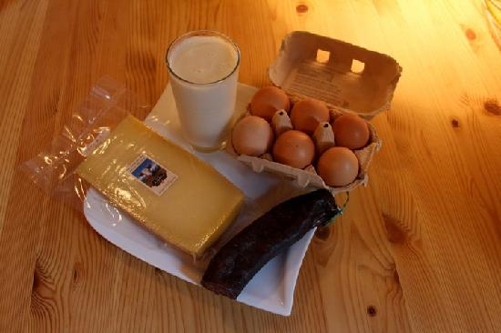 Olle & Maria's Bed and Breakfast: Milk, Cheese and Sausage we purchased directly from the farmer. It was incredible!