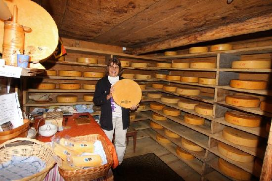 Gimmelwald, Szwajcaria: In the cheese hut, the farmer who I bought milk, cheese, sausage and beef from.