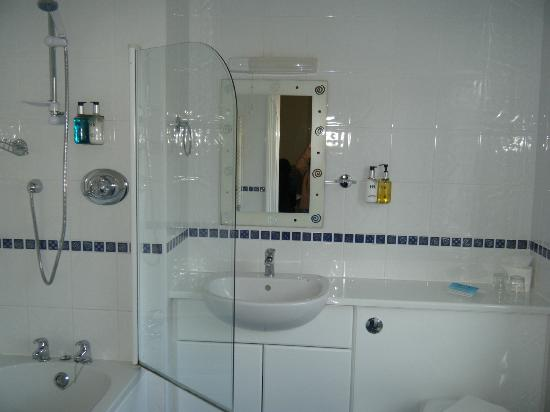 Hedley House: Lovely clean bathroom