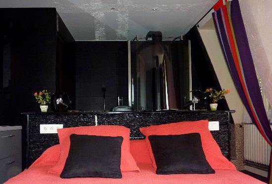 Hotel Restaurant de la Basilique : Hotel basilique:chambre 356,vue sur la basilique
