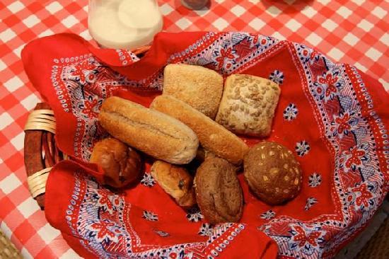 Overleekerhoeve: Breakfast rolls, we fought over the raisin ones. Fantastic!