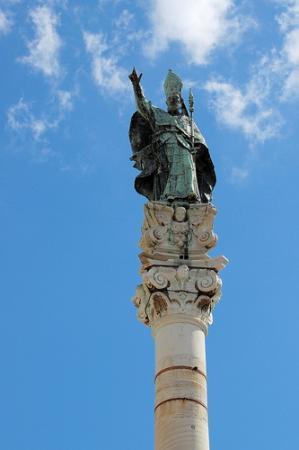 statua e colonna picture of colonna di sant 39 oronzo