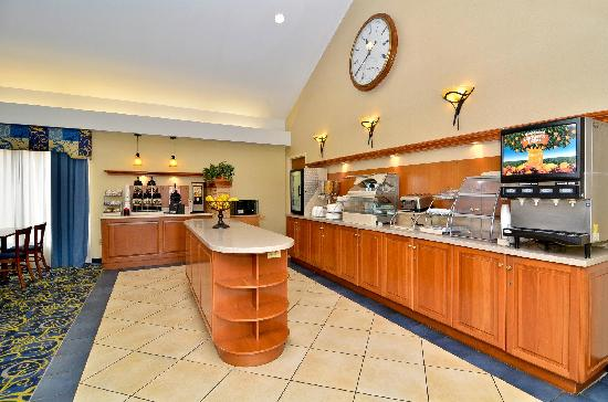 Best Western Plus Galleria Inn & Suites: Hot continental breakfast bar