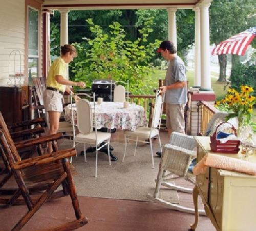 The Inn on Maple Street Bed & Breakfast: Enjoy morning coffee and breakfast on the front porch