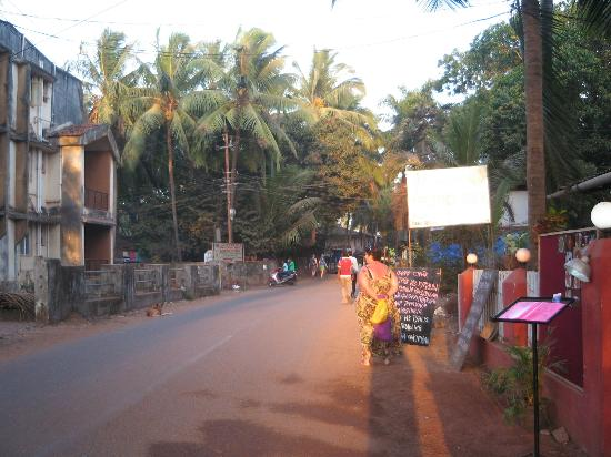 Somy Resort: Road from Beach towards Somy