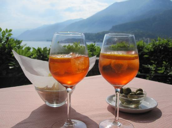 Florence Restaurant: aperitivos at Hotel Florence's lakeside restaurant