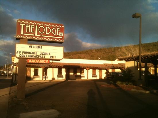 The Lodge On Route 66: small awesome lodge