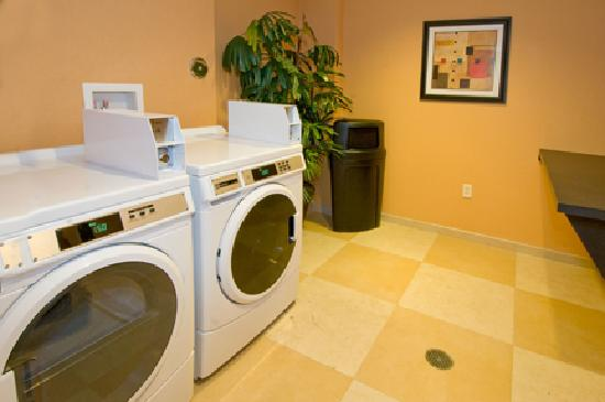 Fairfield Inn & Suites Miami Airport South: Guest Laundry