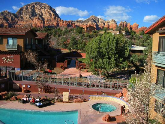 Sedona Rouge Hotel and Spa: Beautiful view of the pool, spa and red rocks from the Observation Deck