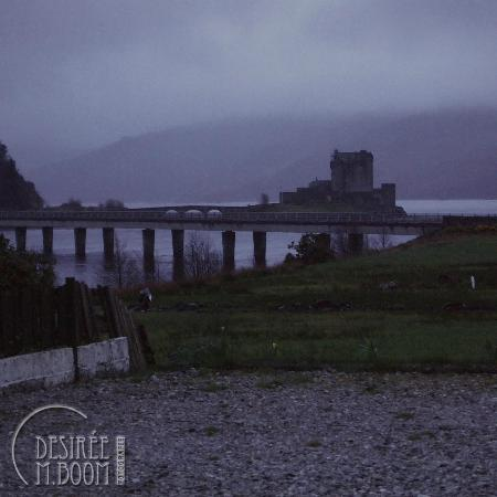 Loch Duich Hotel: Eilean Donan in morning mist, from hotel parking place