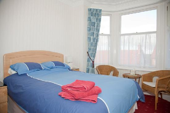 Amrock Guest House: King Size Bed (3)