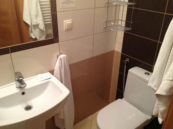 Hotel Na Skarpie: łazienka - trochę mała i wąska