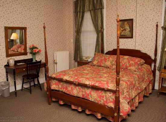 Yankee Pedlar Inn: Mini Suite
